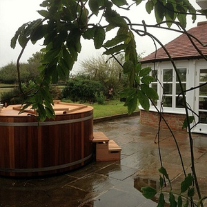 Pre-loved hot tub to West Sussex, October 2014